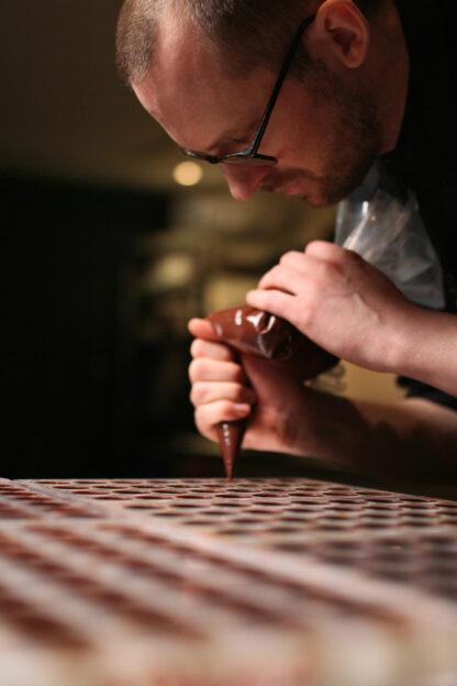 Chef Jungstedt med sin choklad sprits